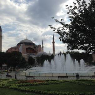 Praça e Santa Sofia (ao fundo)